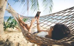 Comment ne plus manquer de batterie sur son téléphone quand on part en vacances ?